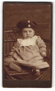 Fotografie Kleinkind mit Krätzchen