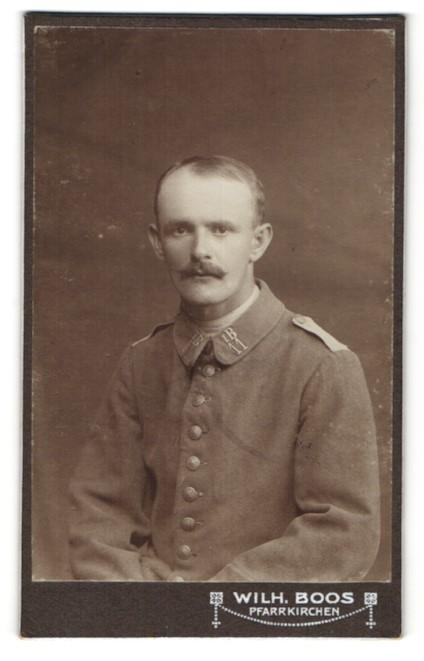 Fotografie Wilh. Boos, Pfarrkirchen, Portrait Soldat in Feldgrau