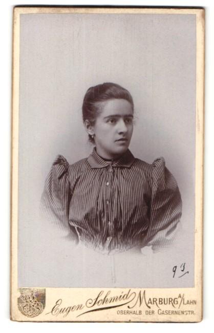 Fotografie Eugen Schmid, Marburg a/Lahn, Portrait junge Frau mit zusammengebundenem Haar