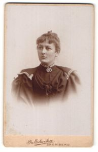 Fotografie R. Schreiber, Bromberg, Portrait Fräulein mit zeitgenöss. Frisur