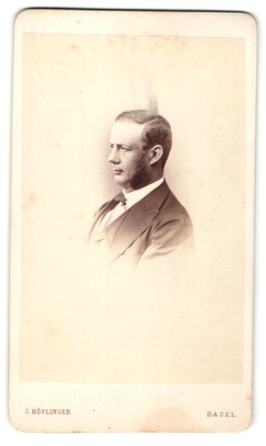 Fotografie J. Höflinger, Basel, Portrait bürgerlicher Herr mit Backenbart
