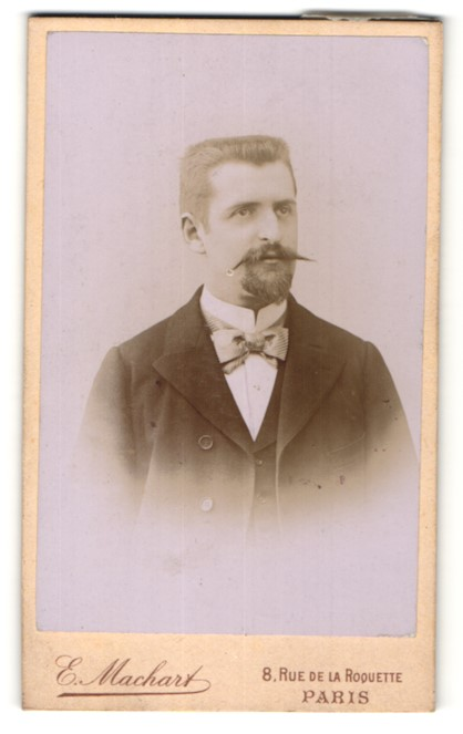 Fotografie E. Machart, Paris, Portrait Herr mit Bürstenhaarschnitt