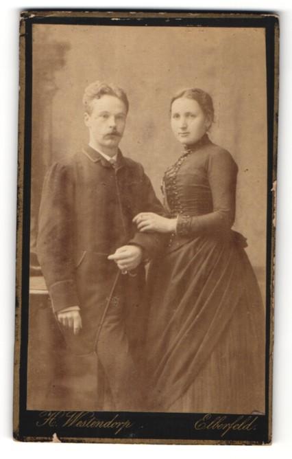 Fotografie H. Westendorp, Elberfeld, Portrait junges bürgerliches Paar