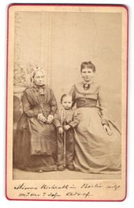 Fotografie H. v. Bock, Berlin, Portrait Grossmutter, Mutter, Kind