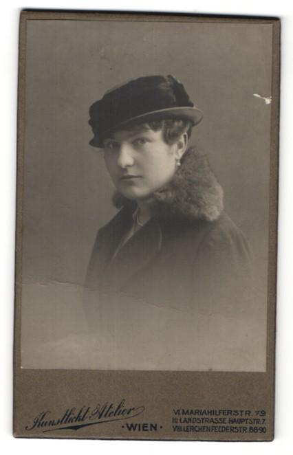 Fotografie Kunstlicht Atelier, Wien, Portrait junge Dame mit Hut