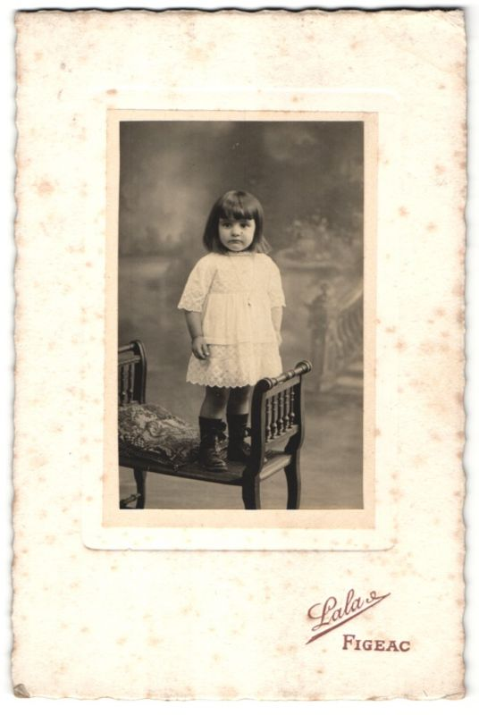Fotografie Lala, Figeac, Portrait Portrait kleines Mädchen in Kleid