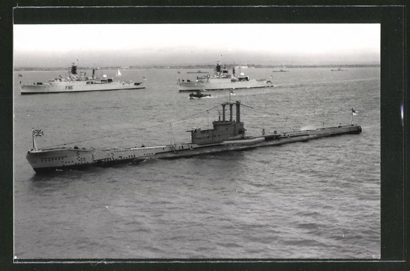 Fotografie Unterseeboot U-Boot Auriga der Royal Navy beim Manöver