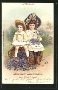 Duft-AK Zwei Mädchen sitzen auf einem Korb mit Veilchen