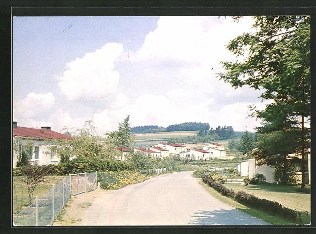 AK Mannsflur / Ofr., Strassenpartie in moderner Industriesiedlung