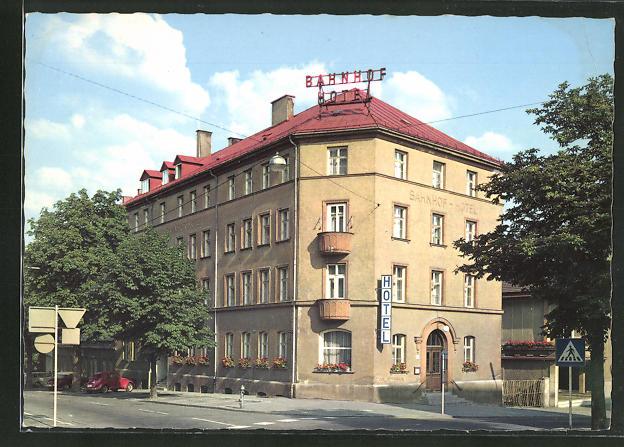 AK Kempten / Allgäu, Strassenpartie am Bahnhof-Hotel 0