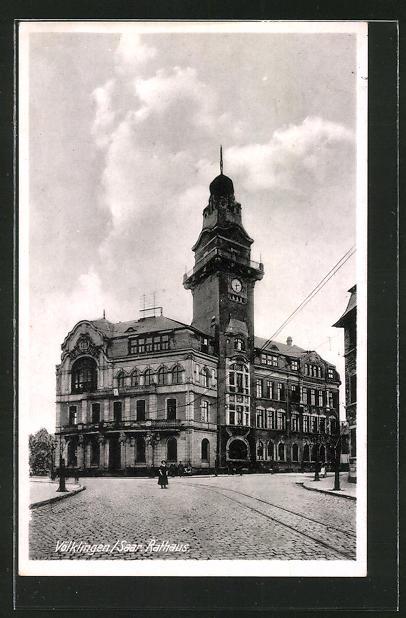 AK Völklingen / Saar, Strassenpartie am Rathaus 0