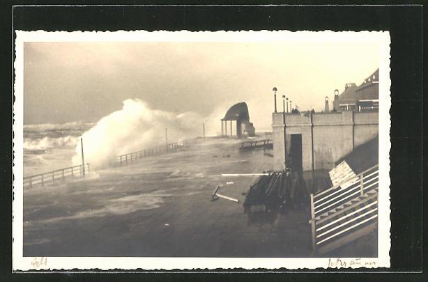 Foto-AK Westerland / Sylt, Sturmflut an der Promenade 0