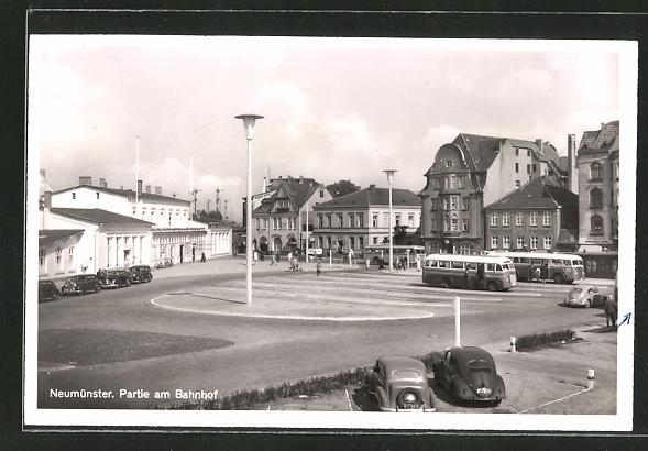 AK Neumünster, Busse vor dem Bahnhof 0