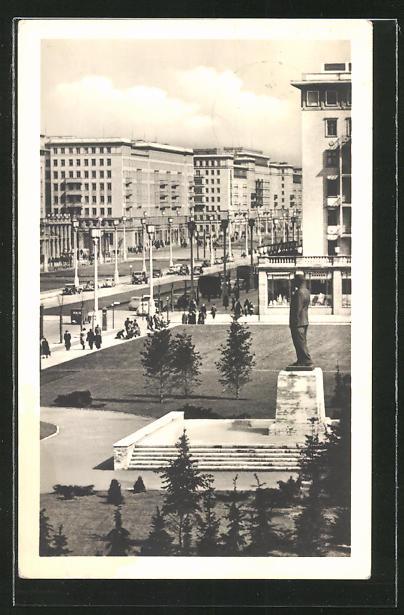 AK Berlin, Stalinallee mit Stalindenkmal