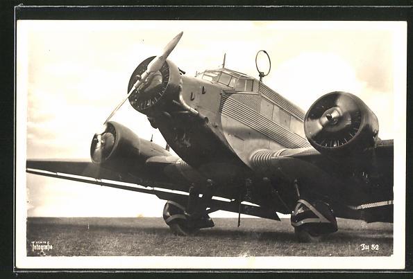 AK Flugzeug Junkers Ju 57 auf dem Rollfeld