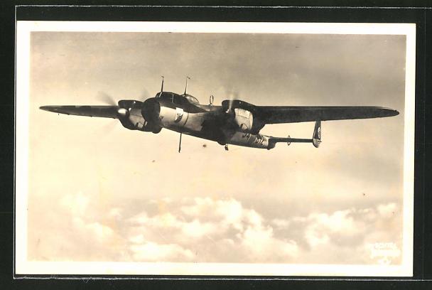 AK Zweimotoriges Kampfflugzeug Dornier Do 17 über den Wolken