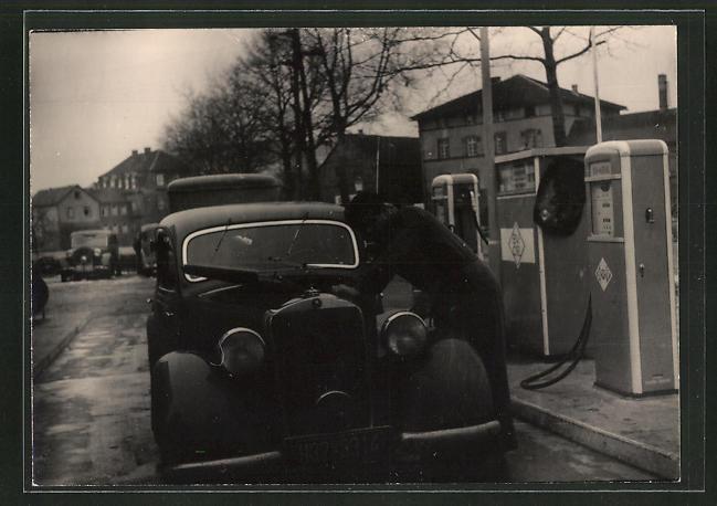 Foto-AK Mercdes Benz vor BV-Oel-Zapfsäulen, Tankstelle