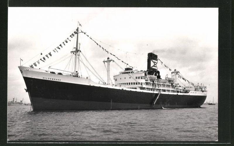 Fotografie Passagierschiff Hildebrand liegt vor Anker