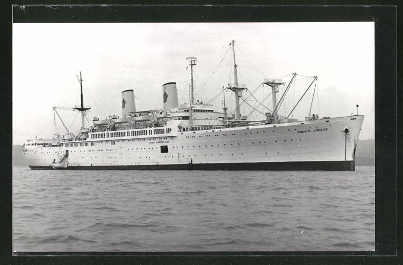 Fotografie Passagierschiff Oriental Empress der Reederei Orient Overseas Line liegt vor Anker