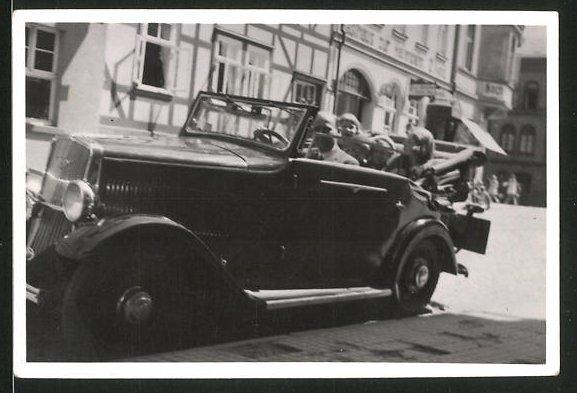 Fotografie Auto Cabrio, Familie während einer Ausfahrt