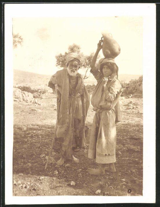 Fotografie Nordafrika, Arabischer Wasserträger in typischer Bekleidung