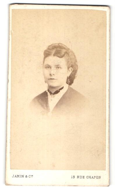 Fotografie Jamin & Cie., Paris, Portrait junge Frau mit zeitgenöss. Portrait