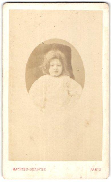 Fotografie Mathieu-Deroche, Paris, Portrait Kind mit wallendem Haar