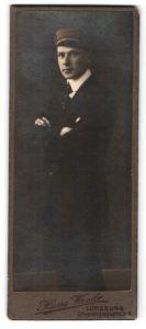 Fotografie Hans Wrede, Lüneburg, Portrait Student mit Korpsmütze