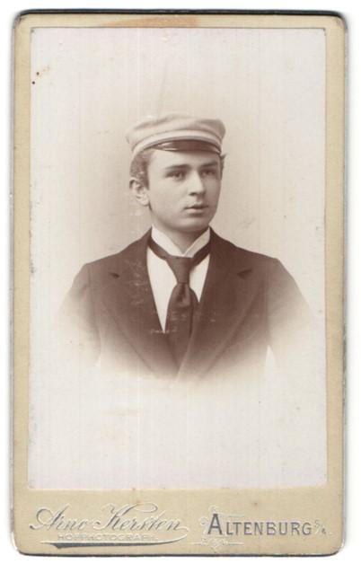 Fotografie Arno Kersten, Altenburg S/A, Portrait junger Mann mit Corpsmütze, Bursche