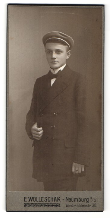 Fotografie E. Wolleschak, Naumburg a/S, Portrait junger Bursche mit Koprsmütze