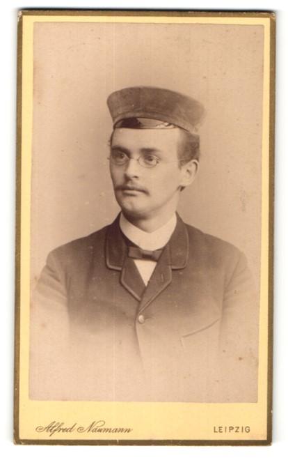 Fotografie Alfred Naumann, Leipzig, Student mit Corpsmütze