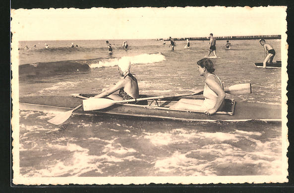 AK Damen am Strand versuchen sich im Rudern