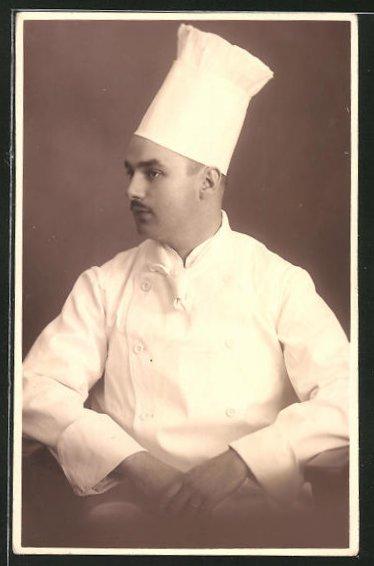 AK Koch in Arbeitskleidung mit Mütze