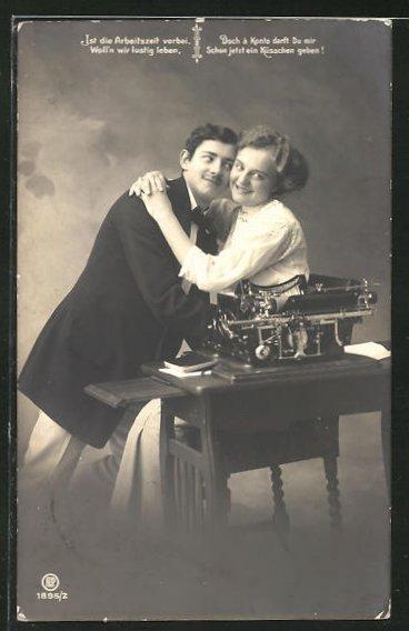 AK Liebespaar am Arbeitsplatz, Schreibmaschine