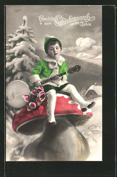 AK Knabe in Winterkleidung sitzt mit einem Banjo auf einem riesigen Pilz