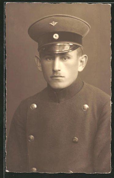 Foto-AK Eisenbahner in Uniform Dienstmütze