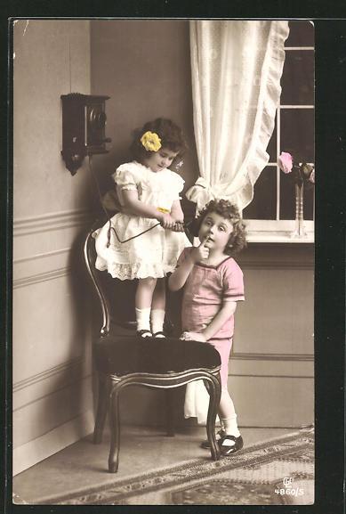 AK Zwei Kinder an Telefon