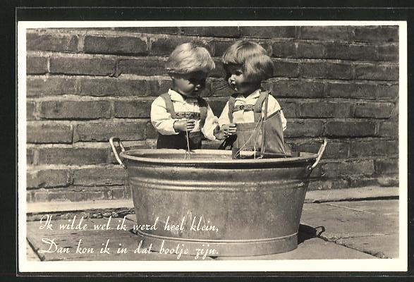 AK Ik wilde wel ik werd heel klein..., Puppen hinter Zinkwanne