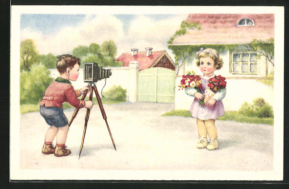 AK Junge hinter einem Fotoapparat schiesst ein Foto von einem Mädchen mit Blumen