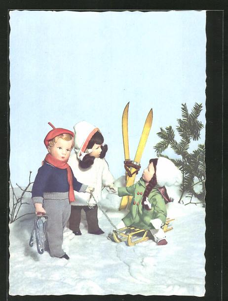 AK Käthe Kruse-Puppen im Schnee mit Schlitten und Ski