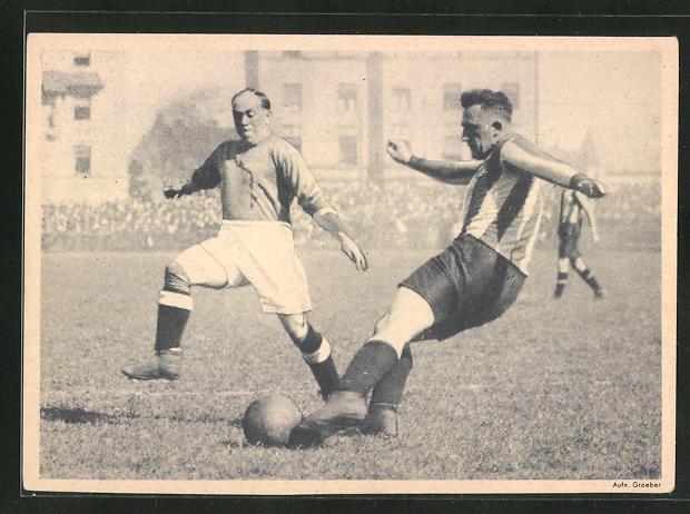 AK Hans Kalb im Kampfe gegen den Cowdenbeath Mittelläufer Dixon 1928, Fussball