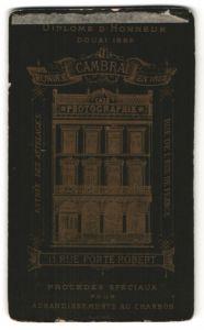 Fotografie H. Caluyer, Cambrai, rückseitige Ansicht Cambrai, Atelier Rue Porte Robert 11, vorderseitig Portrait Herr