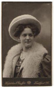 Fotografie F. Lauffer, Frankfurt a/M, Portrait junge Dame mit Hut