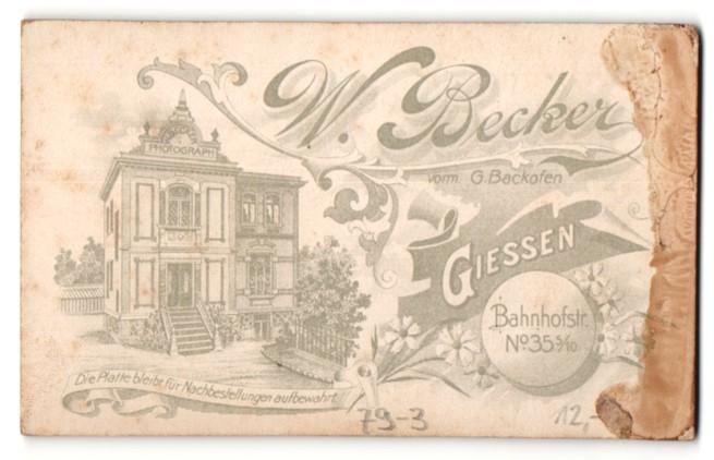 Fotografie W. Becker, Giessen, rückseitige Ansicht Giessen, Atelier Bahnhofstrasse 35 5 /10, vorderseitig Portrait Frau