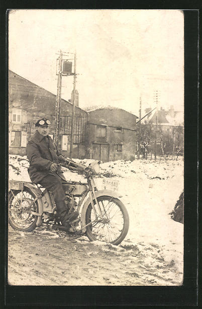 Foto-AK Fahrer auf einem NSU-Motorrad, Heeres-Modell