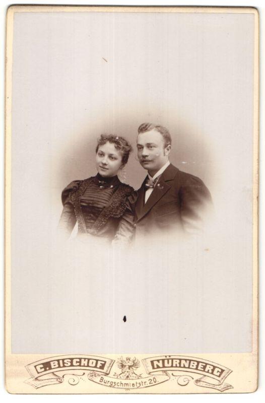 Fotografie C. Bischof, Nürnberg, Portrait junges bürgerliches Paar