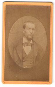 Fotografie Portrait Mann im Anzug mit Fliege