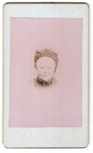 Fotografie Portrait Grossmutter mit ausgefallener Kopfbedeckung