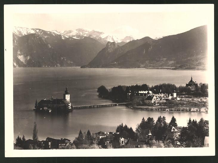 Fotografie Fotograf unbekannt, Ansicht Gmunden, Seeschloss & Landschaftspanorama