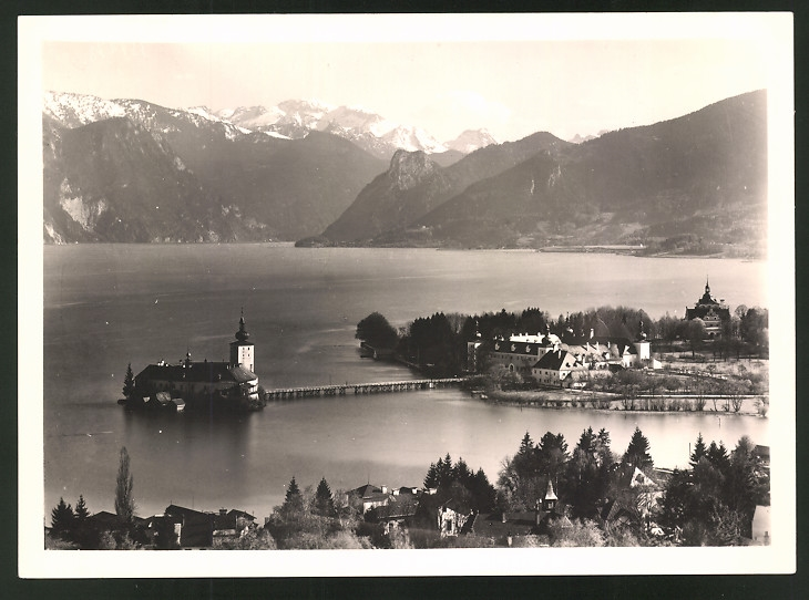 Fotografie Fotograf unbekannt, Ansicht Gmunden, Seeschloss mit idyllischer Landschaft